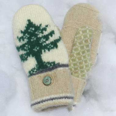 Recycled Wool Mittens – Off White With Green Tree Pattern