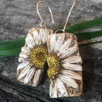 Wild Daisy Earrings in Eggshell